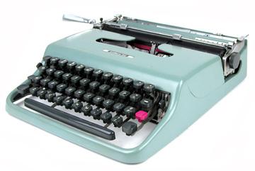 Olivetti Lettera 22 (c.1950) :  portable vintage typewriter