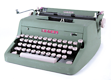 Royal Rugged Quiet DeLuxe Portable of 1950s :  portable vintage typewriter